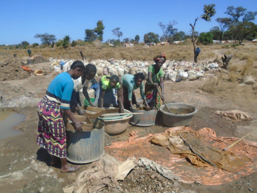 Women sorting and washing minerals Kansonga, DRC